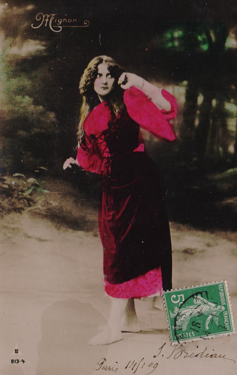 Испуганная девушка. Почтовая карточка