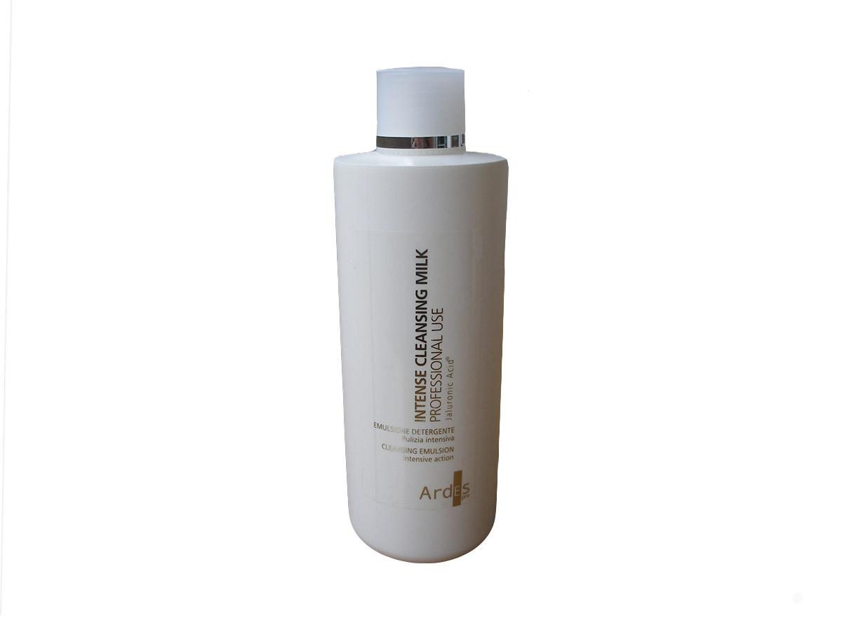 Ardes Молочко Гиалуроновое Интенсивное для очищения, профессиональное, 500 мл. Intense cleanser latte detergente8033331883266С гиалуроновым интенсивным очистителем богатая эмульсия для снятия макияжа (и водостойкого), очищения лица. Сохраняет естественную защиту кожи и делает ее бархатистой и эластичной. С гиалуроновой кислотой натуральной ферментации без химических модификаций для лица и тела оказывает очищающее действие. 100% АКТИВНОГО ИНГРЕДИЕНТА. Для косметологических процедур (очищение)