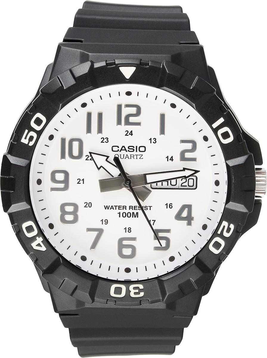 Часы наручные мужские Casio Collection, цвет: черный, белый. MRW-210H-7AMRW-210H-7AСтильные спортивные мужские часы Casio выполнены из пластика в стилистике дайверских часов. Часы оснащены кварцевым механизмом с тремя стрелками, поворотным безелем и устойчивым к царапинам пластиковым стеклом, степенью влагозащиты 10 ATM. На стрелки нанесен специальный светонакопительный состав с ярким послесвечением даже после кратковременного воздействия света. Изделие дополнено резиновым ремешком, оснащенным удобной классической застежкой, позволяющей максимально комфортно и быстро снимать и одевать часы. Часы поставляются в фирменной упаковке. Элегантный дизайн и современный стиль часов Casio из коллекции Classic раскроют непревзойденный вкус их обладателя.