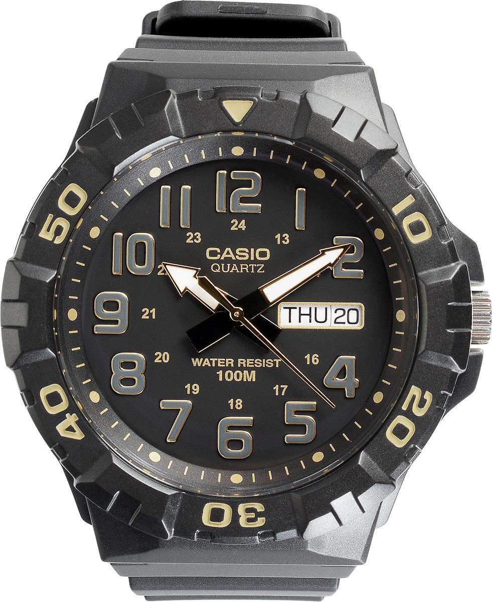 Часы наручные мужские Casio Collection, цвет: черный, золотой. MRW-210H-1A2MRW-210H-1A2Стильные спортивные мужские часы Casio выполнены из пластика в стилистике дайверских часов. Часы оснащены кварцевым механизмом с тремя стрелками, поворотным безелем и устойчивым к царапинам пластиковым стеклом, степенью влагозащиты 10 ATM. На стрелки нанесен специальный светонакопительный состав с ярким послесвечением даже после кратковременного воздействия света. Изделие дополнено резиновым ремешком, оснащенным удобной классической застежкой, позволяющей максимально комфортно и быстро снимать и одевать часы. Часы поставляются в фирменной упаковке. Элегантный дизайн и современный стиль часов Casio из коллекции Classic раскроют непревзойденный вкус их обладателя.
