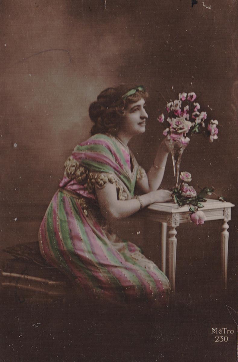 Девушка у столика с вазой. Почтовая карточка