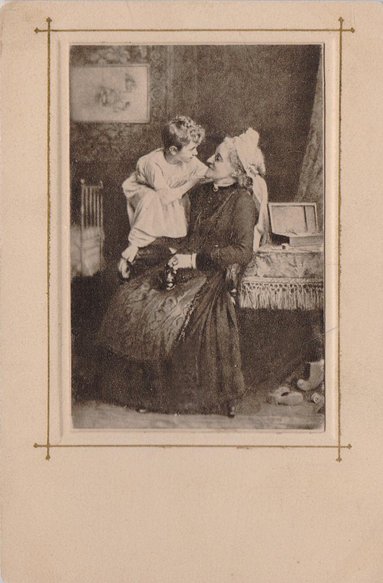 Бабушка с внуком. Почтовая карточка
