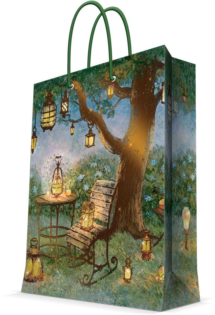 Пакет подарочный Magic Home Волшебные фонари, 26 х 32,4 х 12,7 см44225Подарочный пакет Magic Home, изготовленный из плотной бумаги, станет незаменимым дополнением к выбранному подарку. Дно изделия укреплено картоном, который позволяет сохранить форму пакета и исключает возможность деформации дна под тяжестью подарка. Пакет выполнен с глянцевой ламинацией, что придает ему прочность, а изображению - яркость и насыщенность цветов. Для удобной переноски имеются две ручки в виде шнурков. Подарок, преподнесенный в оригинальной упаковке, всегда будет самым эффектным и запоминающимся. Окружите близких людей вниманием и заботой, вручив презент в нарядном, праздничном оформлении. Плотность бумаги: 140 г/м2.