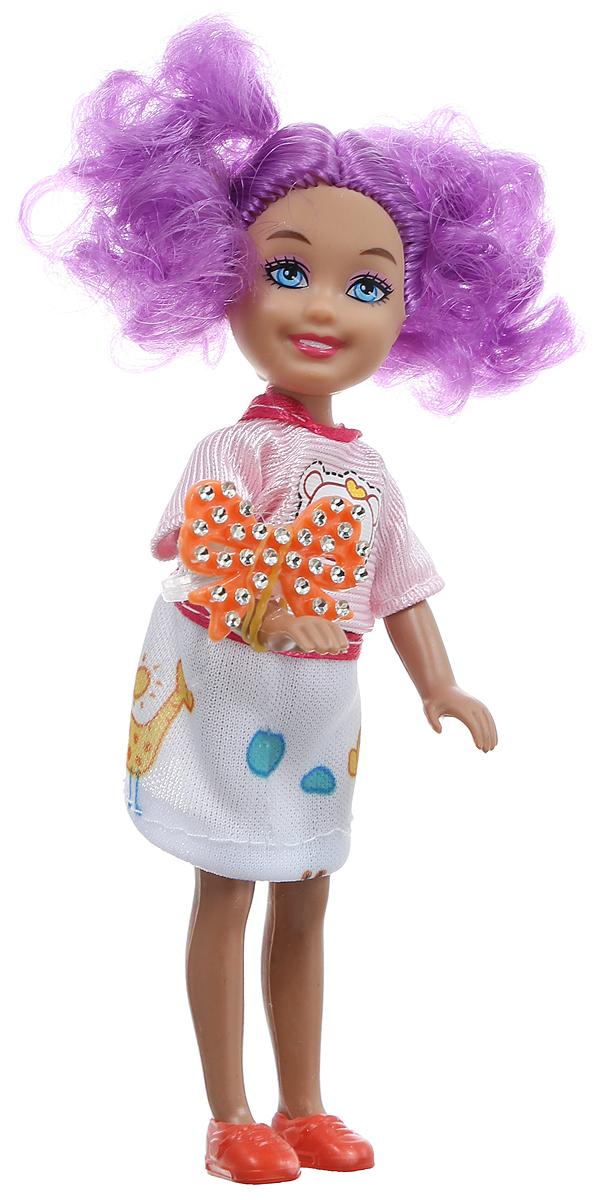 Shantou Мини-кукла Fashion Style цвет волос фиолетовыйP870-H43278_фиолетовыйМини-кукла Shantou Fashion Style порадует любую девочку, ведь она такая приветливая и веселая, что может поднять настроение одним своим видом. У куклы длинные волосы, что позволит ребенку всласть насладиться различными прическами. Придумывая для куклы новые образы, девочка не только получит разнообразный вид для игрушки, но и сможет потренировать воображение. Игрушка изготовлена из качественных и безопасных материалов. В комплект к кукле входит кольцо.