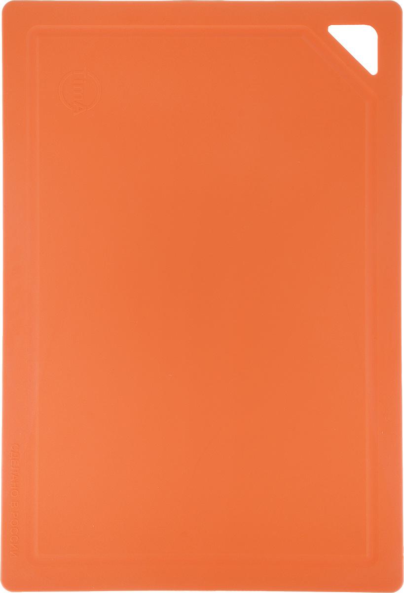 Доска разделочная TimA, гибкая, цвет: оранжевый, 31 х 21 х 0,3 смДРГ 3022_оранжевыйГибкая разделочная доска TimA изготовлена из полиуретана и обладает уникальными свойствами. Гигиенична. Не вступает в химическую реакцию с продуктами, не выделяет вредных веществ, предотвращает размножение болезнетворных микроорганизмов на поверхности доски. Безопасна. Доска плотно прилегает к любой поверхности стола или столешницы, не скользит. По краю проходит небольшой желоб, который предохраняет от растекания жидкости. Комфортна. Удобно высыпать нарезанные продукты даже в небольшую посуду, не уронив ни единого кусочка. Подходит для керамических ножей. Долговечна. Благодаря исключительным свойствам полиуретана, срок службы такой доски значительно выше, чем досок из дерева и пластика. Простота в уходе. Благодаря низкой пористости материала, доска не впитывает влагу, легко очищается от жира и грязи. Можно мыть в посудомоечной машине.