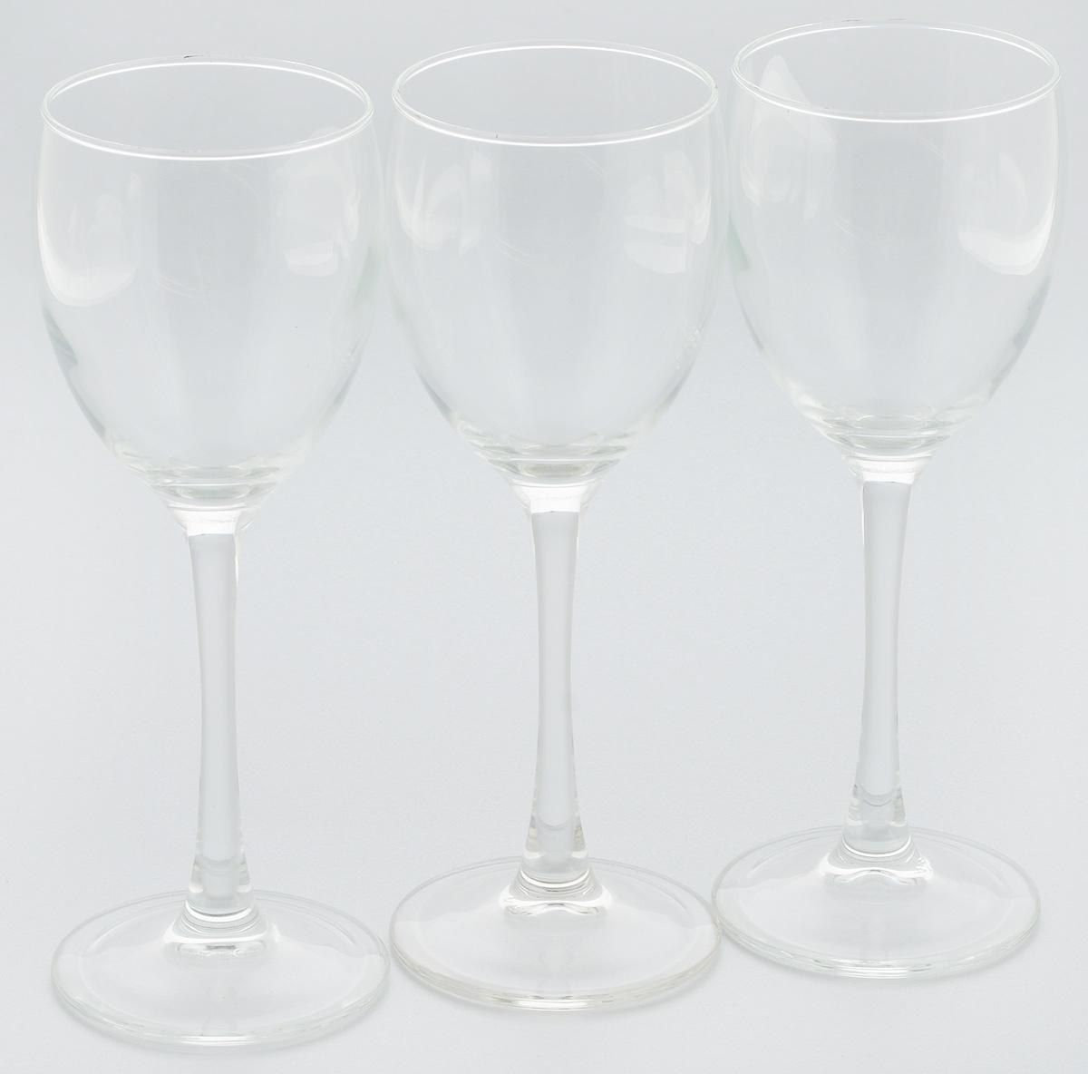 Набор бокалов Luminarc Эталон, 190 мл, 3 штJ9755Набор Luminarc Эталон состоит из 3 бокалов на высоких ножках, выполненных из высококачественного ударопрочного стекла. Изделия предназначены для подачи вина. Они излучают приятный блеск и издают мелодичный звон. Набор бокалов прекрасно оформит праздничный стол и создаст приятную атмосферу за романтическим ужином. Можно мыть в посудомоечной машине. Диаметр по верхнему краю: 6,5 см. Высота бокала: 18,5 см.