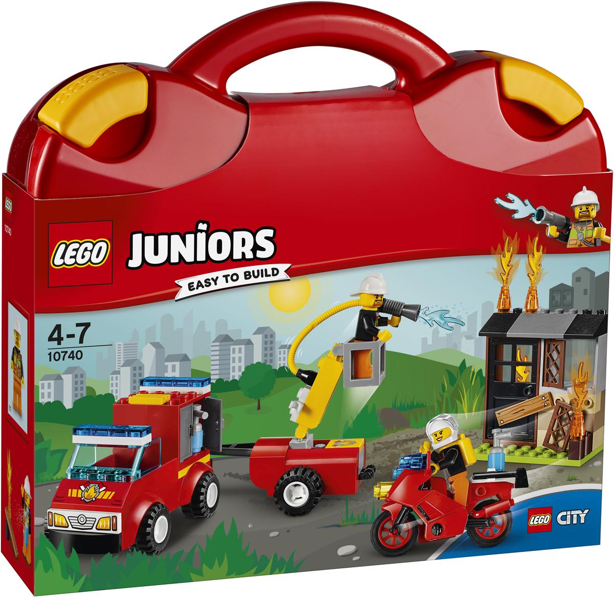LEGO Juniors Конструктор Чемоданчик Пожарная команда 1074010740В заброшенном доме вспыхнул пожар! Вызывай пожарную команду и вместе с ними отправляйся на место происшествия в городе LEGO City на быстром пожарном пикапе и мотоцикле! Помоги доблестным пожарным забраться на крышу с помощью подъемника и потуши огонь огнетушителями. Но осторожно: пламя вырывается из всех дверей! С чемоданчиком LEGO Juniors приключения поджидают тебя за каждым поворотом.