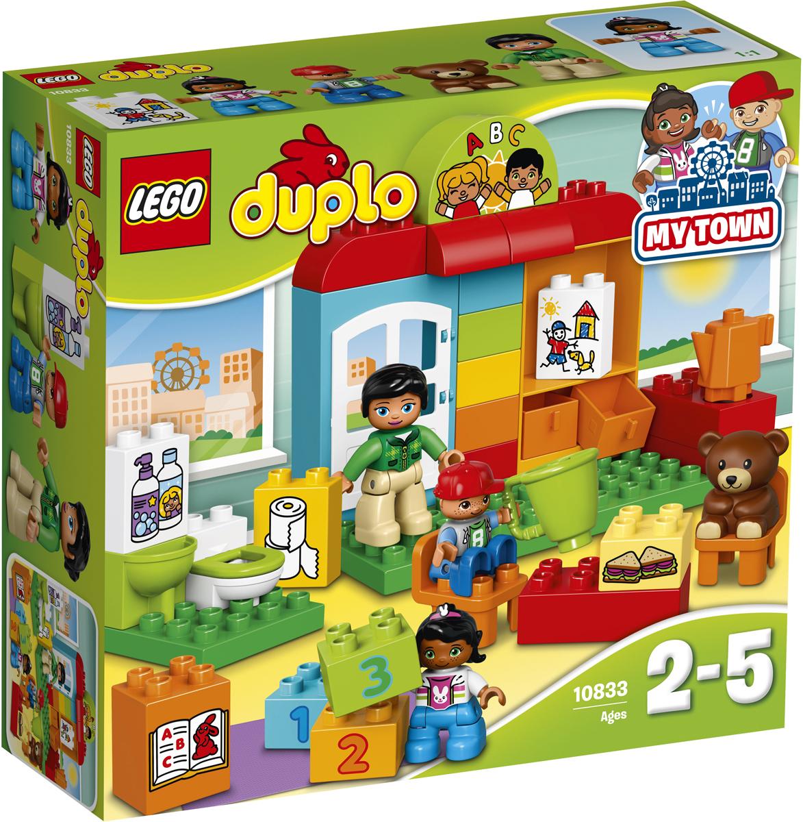 LEGO DUPLO Конструктор Детский сад 1083310833Разыгрывайте реальные сценарии из жизни с помощью LEGO DUPLO: создавайте узнаваемый мир с новыми фигурками DUPLO. С этим красочным набором и серии DUPLO малыши будут рады в деталях рассказать вам о своём дне в детском саду, начиная с игр на коврике и обеда и заканчивая гигиеническими процедурами и уборкой. Помогите своему ребенку учиться и поощряйте освоение им навыков ролевой игры. В набор входят три минифигурки DUPLO.