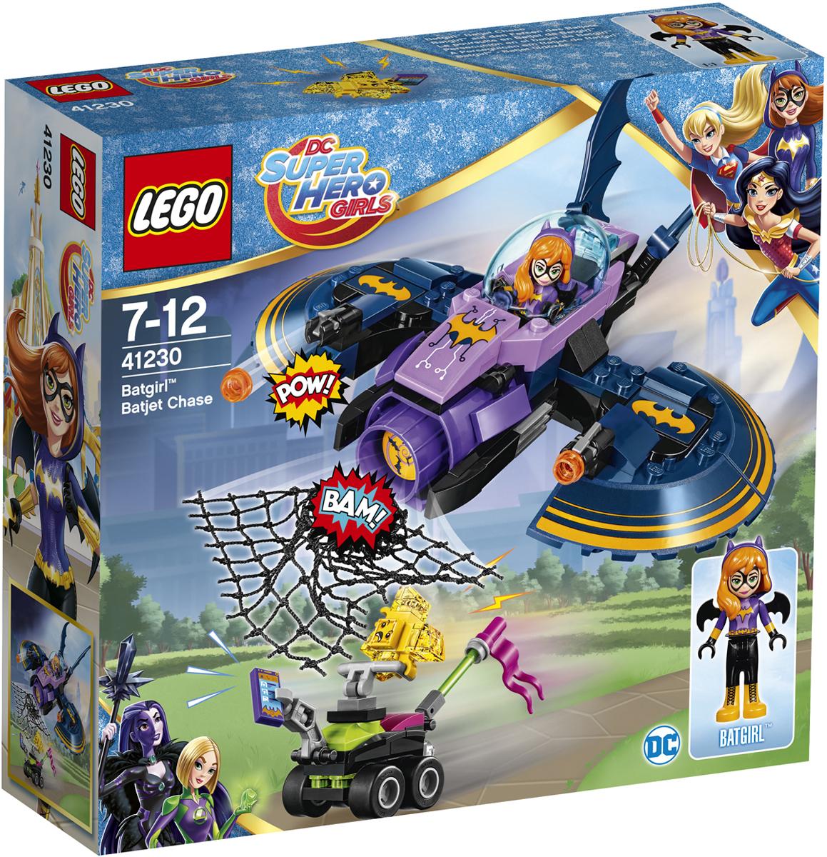 LEGO DC Super Hero Girls Конструктор Бэтгерл погоня на реактивном самолете 4123041230Тревога! Трусливый жёлтый Криптомит украл планшет Бэтгёрл и умчался прочь на своем багги! Криптомит легко спугнуть, поэтому не теряй его из виду. Отправляйся в погоню на реактивном самолете Бэтгёрл. Стреляй из шипомётов и используй сеть, чтобы поймать маленького пронырливого трусишку. Мы никому не позволим воровать вещи Бэтгёрл!