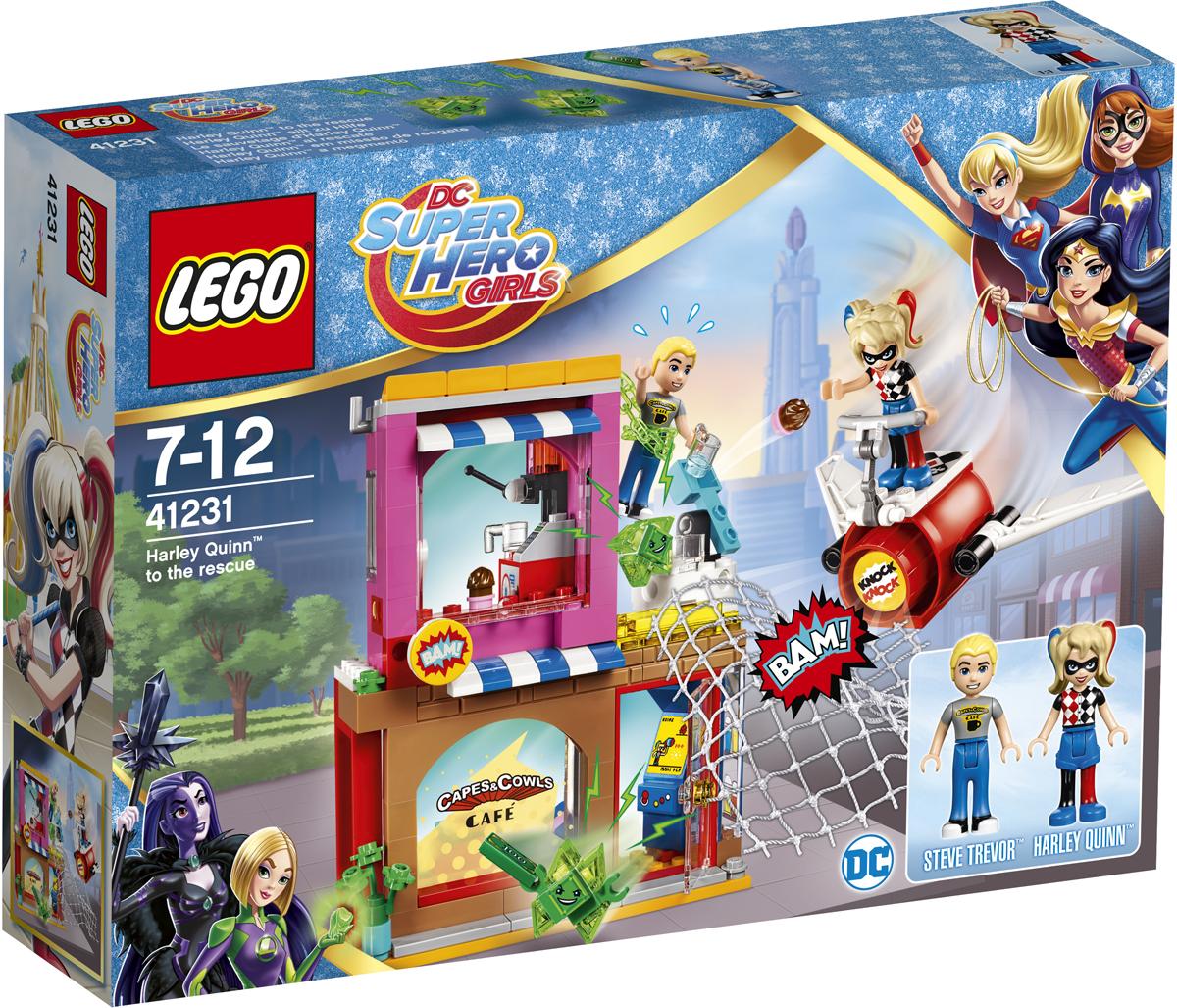 LEGO DC Super Hero Girls Конструктор Харли Квинн спешит на помощь 4123141231Помогите! Вредные зелёные Криптомиты ворвались в кафе, заперли Стива Тревора на крыше и пытаются взломать сейф! Скорее мчись на помощь на реактивном самолёте Харли Квинн! Уклоняйся от пирожных, которыми швыряются Криптомиты, и поскорее набрось на них сеть, чтобы они не сбежали. Победу можешь отпраздновать, съев аппетитную пиццу, и не забудь проверить, на месте ли секретный комикс!