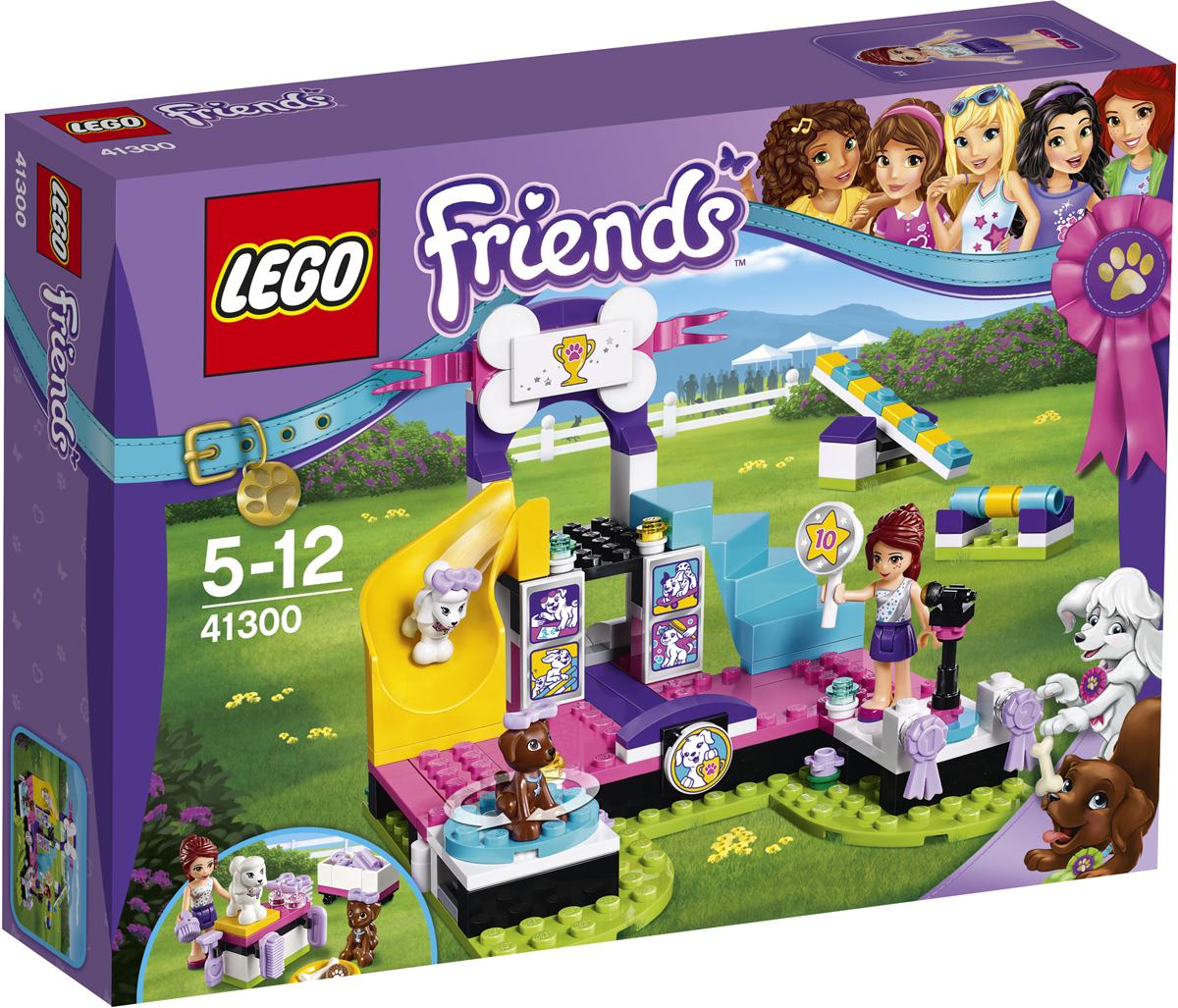 LEGO Friends Конструктор Выставка щенков Чемпионат 4130041300Выйди на сцену и произведи фурор, демонстрируя, что умеют твои щенки. Причёсывай их, пока щенки не будут выглядеть самым лучшим образом, и вперёд! Посади Скаута на вращающийся стул, чтобы все увидели его блестящую шёрстку, и осторожно проведи Тину вверх-вниз по качелям, а потом помоги ей преодолеть препятствие. Поднимись по лесенке и выбери победителя вместе с Мией. Чтобы объявить победителя в микрофон, снова спустись в зал. Эти щенки за своё выступление заслужили по сахарной косточке.