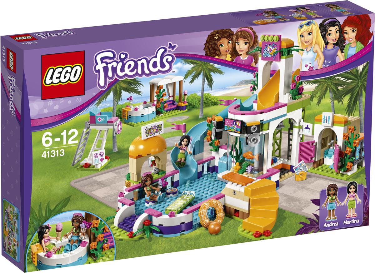 LEGO Friends Конструктор Летний бассейн 4131341313Отдохни в бассейне с Андреа и Мартиной! Покатайся с ними с водной горки. Нырни с вышки, проплыви несколько раз туда и обратно и отправляйся в бар за лимонадом. Погрейся в горячей ванне, а потом почитай газету, лёжа в шезлонге. Проведи время в комнате отдыха или отправляйся в душевую, расположенную за аквариумом. Именно здесь подружки из Хартлейк Сити весело отдыхают на солнышке!