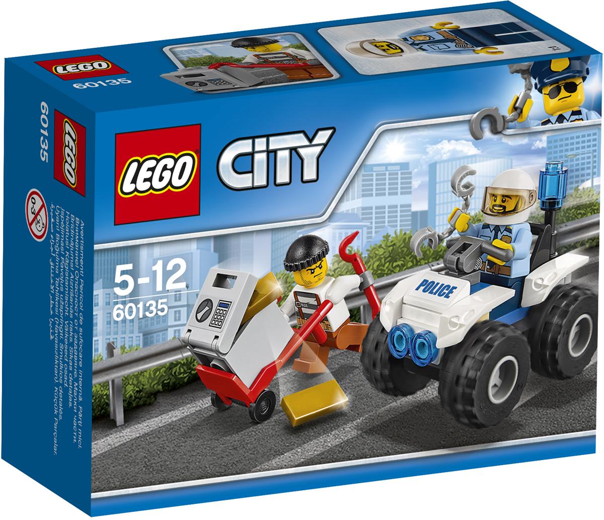 LEGO City Конструктор Полицейский квадроцикл 6013560135Тревога! Воришка убегает, прихватив с собой сейф с золотом! Помогите полицейскому догнать его на быстром полицейском квадроцикле и отправить в тюрьму, где ему самое место. С полицией LEGO City всегда происходят совершенно невероятные события! Набор включает в себя 47 разноцветных пластиковых элементов. Конструктор - это один из самых увлекательных и веселых способов времяпрепровождения. Ребенок сможет часами играть с конструктором, придумывая различные ситуации и истории.