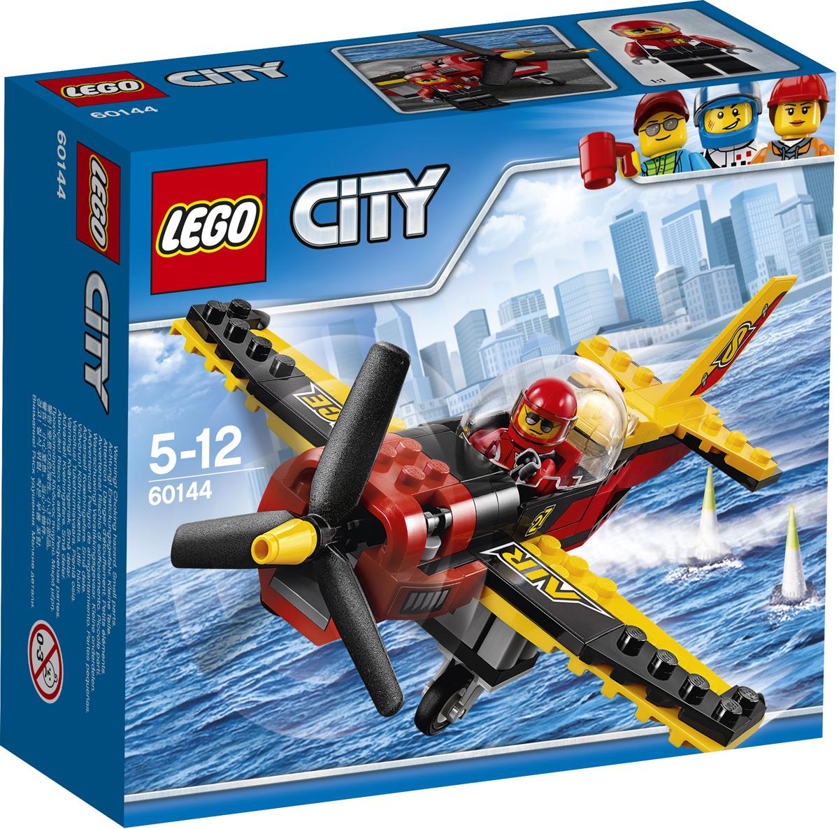 LEGO City Конструктор Гоночный самолет 6014460144Садитесь в кресло пилота удивительного гоночного самолета и приготовьтесь устроить увлекательное шоу в воздухе. Раскручивайте винт и отправляйтесь на взлетную полосу. А потом взлетайте в небо и показывайте самые крутые трюки! Набор включает в себя 89 разноцветных пластиковых элементов. Конструктор - это один из самых увлекательных и веселых способов времяпрепровождения. Ребенок сможет часами играть с конструктором, придумывая различные ситуации и истории.