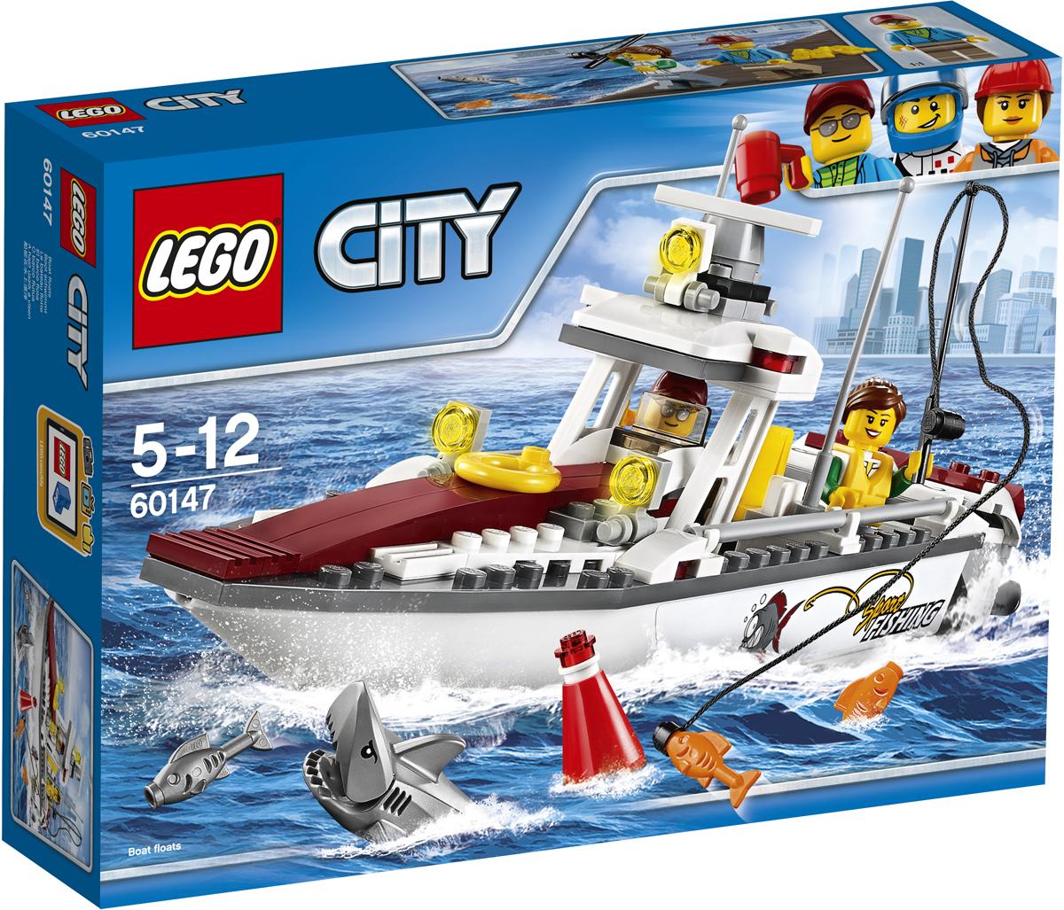 LEGO City Конструктор Рыболовный катер 6014760147Берите свой спасательный жилет и удочку и вперед - в бухту! Прыгайте в рыболовный катер, устанавливайте подвесные моторы и отправляйтесь туда, где поглубже. Закидывайте удочку и немного подождите. Поглядите-ка, это акула? Пусть она утащит вашу добычу, в море много другой рыбы! Набор включает в себя 144 разноцветных пластиковых элемента. Конструктор - это один из самых увлекательных и веселых способов времяпрепровождения. Ребенок сможет часами играть с конструктором, придумывая различные ситуации и истории.