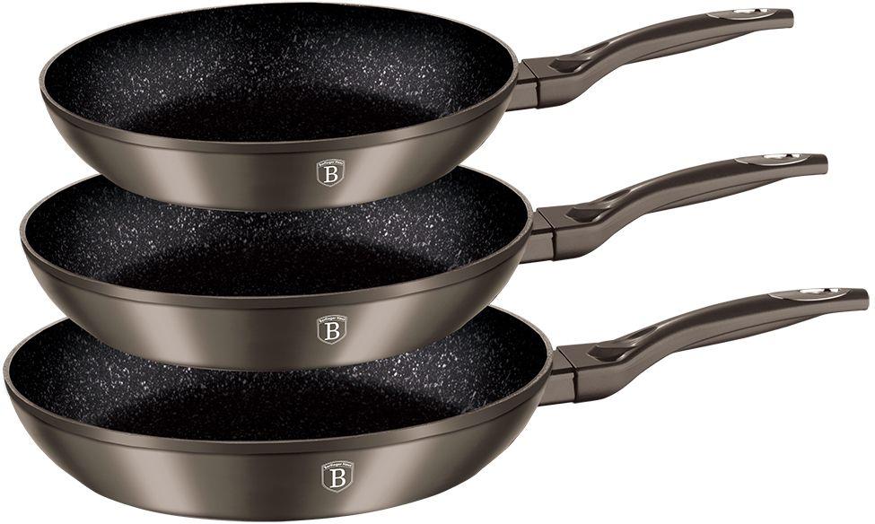 Набор сковород Berlinger Haus Metallic Line, с мраморным покрытием, цвет: карбон, 3 шт1273-ВННабор Berlinger Haus Metallic Line включает 3 сковороды разного диаметра, изготовленные из кованого алюминия с высококачественным внутренним мраморным покрытием в 3 слоя. Такое покрытие предотвращает пригорание пищи и ее прилипание к стенкам. Оно абсолютно безопасно для здоровья и не выделяет вредных веществ во время готовки. Внешнее покрытие имеет цвет металла. Специальное индукционное дно TURBO INDUCTION экономит 35% энергии. Тепло распределяется равномерно по всей поверхности посуды, что позволяет пище готовиться быстрее. Сковороды оснащены эргономичными ручками с покрытием soft-touch, которые не нагреваются в процессе приготовления пищи и не дают вашим рукам обжечься. Посуда подходит для газовых, электрических, стеклокерамических, галогенных, индукционных плит. Можно мыть в посудомоечной машине. Диаметр сковород: 20 см, 24 см, 28 см. Высота стенки сковород: 4,2 см, 5 см, 5,5 см.