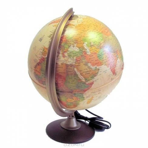 Глобус Colombo, с политической картой мира, с подсветкой, диаметр 25 см0325COLГлобус Colombo в античном стиле с политической картой мира выполнен в высоком качестве, с четким и ярким изображением. Он даст представление о политическом устройстве мира. На нем отображены линии картографической сетки, показаны границы государств и демаркационные линии, столицы и крупные населенные пункты, линия перемены дат. Легко вращается вокруг своей оси, снабжен стилизованным под металл меридианом с градусными отметками. Подставка изготовлена из дерева. Глобус имеет функцию подсветки от электрической сети, при включении которой становятся видны маршруты путешествий Магеллана, Кука, Васко де Гаммы и др. Надписи на глобусе сделаны на русском языке.