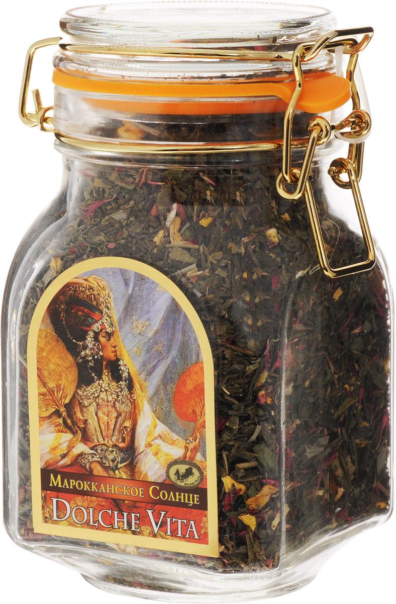 Dolche Vita Марокканское Солнце элитный зеленый листовой чай, 200 г21505Купаж зеленого крупнолистового чая Сенча, Silver Tips, листочков грецкого ореха, подсолнечника, лепестков граната, ягод облепихи, долек апельсина, мяты, лемонграсса, листьев и ягод черной смородины в стеклянной банке с замком. Ароматизирован натуральным маслом мяты. Уважаемые клиенты! Обращаем ваше внимание, что полный перечень состава продукта представлен на дополнительном изображении.