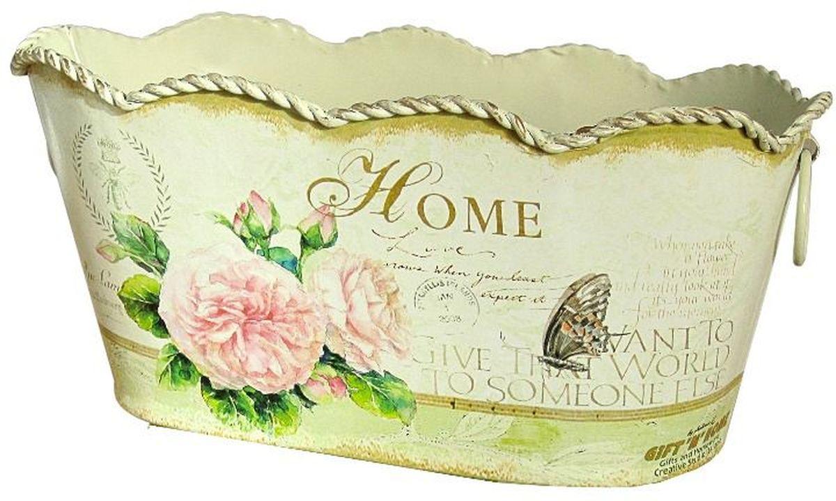 Корзинка декоративная GiftnHome Уютный дом, 21,5 х 12 х 10,5 смМК-03S-homeЖестяные изделия в стиле Прованс - это мода не имеющая времени. Прекрасно исполненных итальянской фабрикой GiftnHome, интерьерные изделия выполнены техникой Дэ-купаж, (изделия из жести, покрыты специальными бумажными обоями с декором Они внесут в ваш дом атмосферу благородной старины, европейского стиля, уюта деревенского домика в Провансе. Данные изделия носят декоративный характер и не пригодны для использования в саду, активного контакта с водой и грязью. Для устранения загрязнений - можно протереть изделия влажной тряпкой или губкой (без нажима). Спустя несколько минут следов влаги не останется. Наливать воду в лейки не рекомендуется, так как возможна течь в местах спаек носика и корпуса.