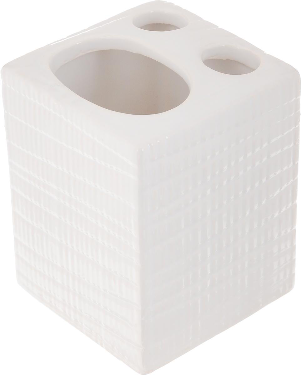 Стакан для зубных щеток Proffi Home Пятый элемент, 400 млPH6481Стакан для зубных щеток Proffi Home Пятый элемент - это практичный аксессуар, помогающий навести порядок и организовать хранение разных принадлежностей в ванной комнате. В нем удобно хранить зубные щетки, тюбики с зубной пастой и другие мелочи. Керамика, из которой сделан стакан, выгодно отличается от других материалов в первую очередь натуральностью и благородным внешним видом. Этот материал устойчив к перепадам температур, повышенной влажности и бытовым химическим средствам. А благодаря лаконичному и современному дизайну, такой аксессуар отлично впишется в любой интерьер ванной комнаты и станет ее украшением. Размеры: 7 x 7 x 9,5 см