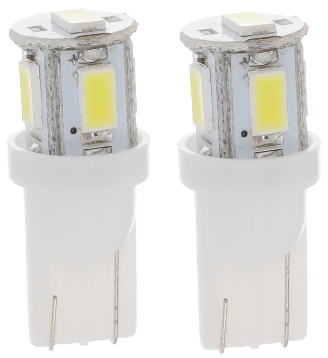 Лампа автомобильная Skyway, светодиодная, цоколь T10 (W5W), 12Вт, 2 штST10-0530B W (блистер) (2шт)Светодиодная лампа Skyway используется для габаритных огней и для подсветки номерного знака. Лучший вариант современной энергосберегающей лампы. Ударопрочность и устойчивость к вибрации позволяет LED-лампе работать в любых условиях. Срок эксплуатации LED-лампы в среднем 900 часов, что в три раза превышает аналогичный показатель обыкновенных ламп накаливания. При лучшем световом потоке LED-лампа потребляет в 7 раз меньше мощности, тем самым снимает нагрузку на АКБ и генератор и выделяет меньше тепла, из-за которого мутнеют фары. Рабочее напряжение 12В, беречь от дождя и воды.