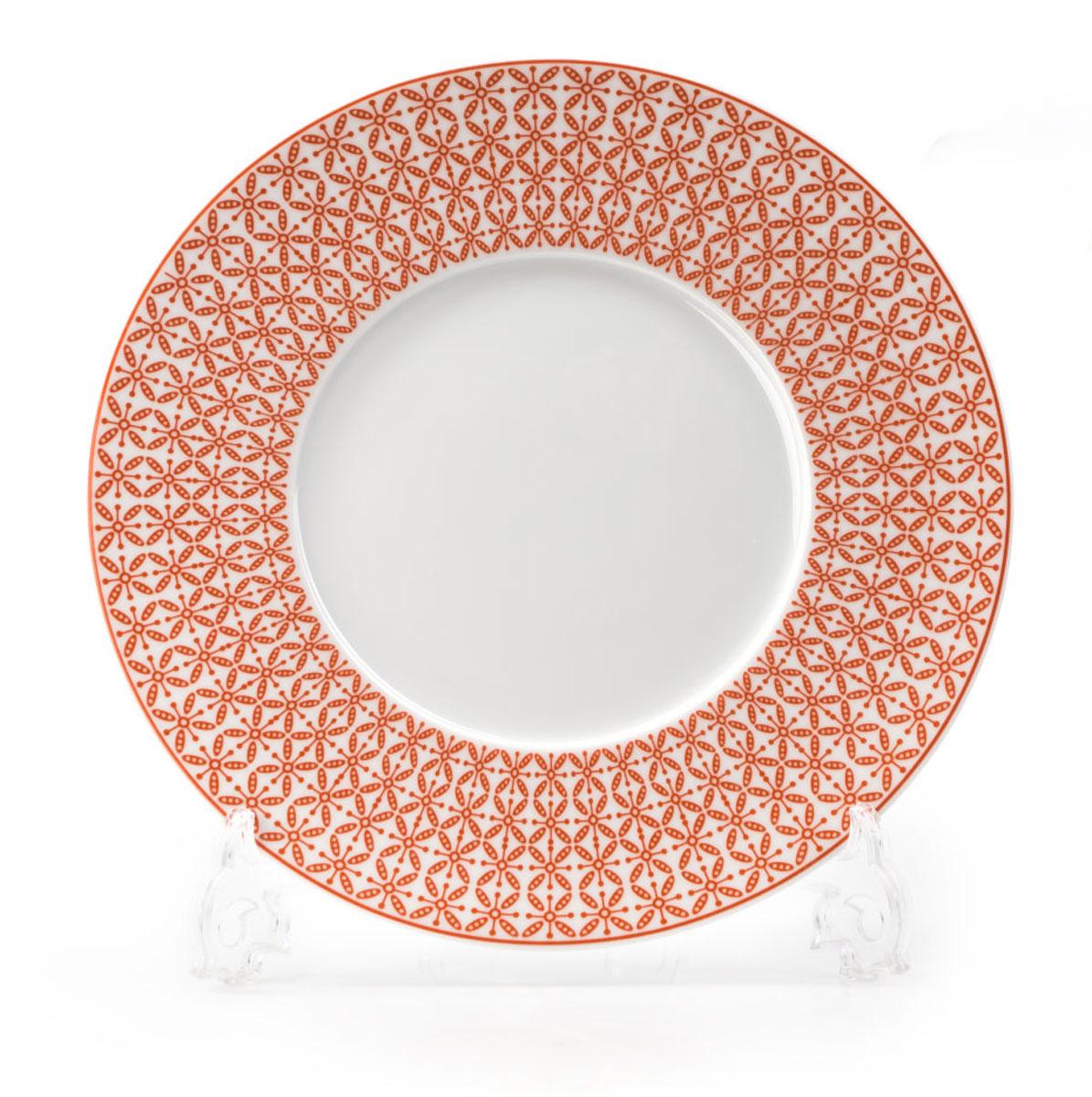 Тарелка La Rose des Sables Ажур, цвет: красный, белый, диаметр 21 см830123 2301Тарелка La Rose des Sables Ажур выполнена из высококачественного тунисского фарфора, изготовленного из уникальной белой глины. На всех изделиях La Rose des Sables можно увидеть маркировку Pate de Limoges. Это означает, что сырье для изготовления фарфора добывают во французской провинции Лимож, и качество соответствует высоким европейским стандартам. Все производство расположено в Тунисе. Особые свойства этой глины, открытые еще в 18 веке, позволяют создать удивительно тонкую, легкую и при этом прочную посуду. Благодаря двойному термическому обжигу фарфор обладает высокой ударопрочностью, стойкостью к сколам и трещинам, жаропрочностью и великолепным блеском глазури. Коллекция Ажур - это изысканная классика, дополненная красивым орнаментом по всей поверхности. Эта фарфоровая посуда станет настоящим украшением вашего стола. Прекрасный вариант как для праздничной, так и для повседневной сервировки стола. Можно использовать в СВЧ печи и мыть в посудомоечной машине.