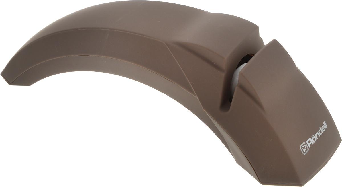 Ножеточка Rondell Mocco&LatteRD-611Ножеточка Rondell Mocco&Latte предназначена для ножей с прямым лезвием с двухсторонней заточкой. Она выполнена из пластика с внешним покрытием Soft Touch. Функциональная часть, выполненная из корунда, прекрасно справится с заточкой затупившихся и поврежденных лезвий. Дополнительные резиновые ножки обеспечивают устойчивость инструмента во время заточки ножа. Эргономичная ручка гарантирует комфорт и надежный хват. Ножеточка Rondell Mocco&Latte станет полезным приобретением для вашей кухни. С ней ваши ножи всегда будут острыми.