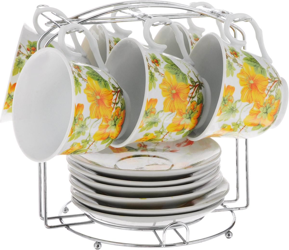 Набор чайный Bella, на подставке, 13 предметов. DL-P6MS-171DL-P6MS-171Набор Bella состоит из шести чашек и шести блюдец, изготовленных из высококачественного фарфора. Чашки оформлены красочным цветочным рисунком. Изделия расположены на металлической подставке. Такой набор подходит для подачи чая или кофе. Изящный дизайн придется по вкусу и ценителям классики, и тем, кто предпочитает утонченность и изысканность. Он настроит на позитивный лад и подарит хорошее настроение с самого утра. Чайный набор Bella - идеальный и необходимый подарок для вашего дома и для ваших друзей в праздники. Рекомендуется мыть вручную с применением любых моющих средств, предназначенных для мытья посуды и стекла. Кроме абразивных средств, так как может привести к появлению царапин на поверхности изделия и, соответственно, к ухудшению его внешнего вида. Объем чашки: 250 мл. Диаметр чашки (по верхнему краю): 9 см. Высота чашки: 7,3 см. Диаметр блюдца: 13,5 см. Высота блюдца: 2 см. Размер...