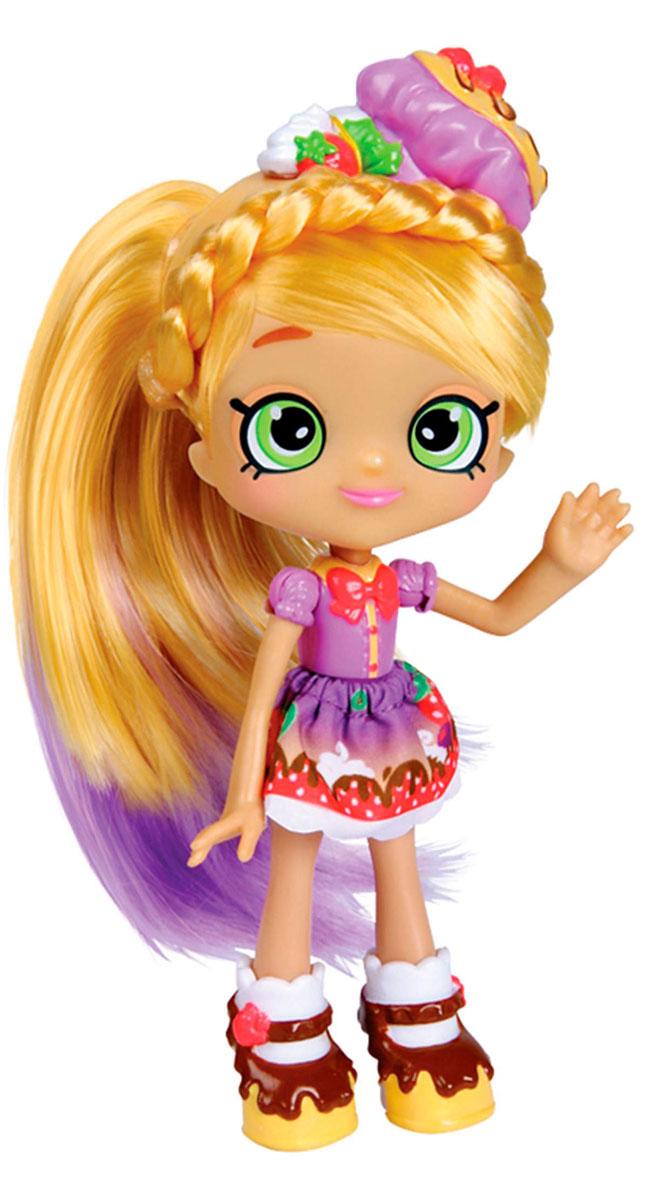 Shopkins Мини-кукла Памкейк56263/ast56343(56263,56264,56265)Мини-кукла Shopkins Памкейк сможет понравиться всем поклонницам игрушек Шопкинс. Она прекрасно дополнит коллекцию куколок этой серии и сделает сюжетные игры намного интереснее. В комплекте с прелестной куколкой прилагаются аксессуары: сумочка с оригинальным дизайном, расческа, с помощью которой можно расчесывать роскошные волосы этой красавицы и другие. Кукла с миловидным личиком и большими выразительными глазками одета в великолепное короткое платье. На ножках - стильные туфельки, внешне напоминающие шоколадные пирожные. Пышные волосы куклы заплетены в модную прическу.