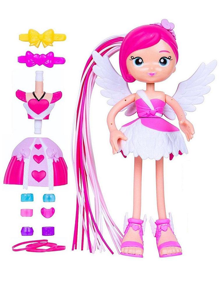 Moose Мини-кукла Бетти-купидон59013/ast59016Мини-кукла Moose Бетти-купидон станет чудесным подарком маленькой мечтательнице. Очаровательная кукла с милыми добрыми глазами одета в бело-розовый костюм купидона, состоящий из короткого пышного платья и великолепных белых крыльев. Босоножки тоже имеют маленькие крылья по бокам. Длинные волосы с белыми и розовыми прядями можно отстегивать, создавая различные прически и используя резинки и заколки, входящие в комплект. Детали одежды куклы съемные, поэтому ей легко можно сменить образ на романтический. В этом образе ей подойдет шикарное пышное бальное платье, украшенное бантами и сердечками. Особенностью серии Куклы-макароны является способность сгибать кукле руки и ноги.