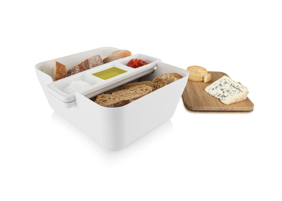 Набор для хлеба и закусок Tomorrows Kitchen Bread & Dip, цвет: белый2710260Свежий хлеб с соусом – это отличная закуска или дополнение к застолью. С набором Обмакни и съешь Tomorrows Kitchen у Вас будет все необходимое, чтобы подать его практично и красиво. На доске из бамбука можно легко порезать французский батон, итальянский хлеб с травами или другой домашний хлеб из хлебопечки. Положите готовые кусочки в большую емкость для сервировки, а керамической подставке с выемками подайте различные соусы или спрэды. Например, оливковое масло, чесночное масло и хумус. С набором Обмакни и съешь хлеб и соусы всегда будут рядом, и эту емкость легко можно передать соседу по столу. Бамбуковую доску можно также использовать как крышку, что удобно для вечеринки на свежем воздухе или в преддверии появления гостей. С набором Обмакни и съешь хлеб можно подать со вкусом! •Подходит для различных видов хлеба и соусов •Красиво и практично •Бамбуковая разделочная доска •Хлеб и соусы всегда рядом •Доску можно использовать как крышку