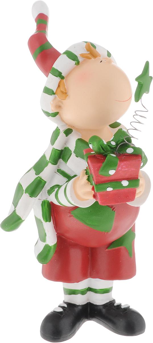 Фигурка новогодняя Lillo Мальчик с подарками, высота 13 см20060002Забавная фигурка Lillo Мальчик с подарками станет оригинальным подарком для всех любителей милых вещиц. Изделие выполнено из полистоуна. Вы можете поставить эту фигурку в любом месте, где она будет удачно смотреться и радовать глаз.