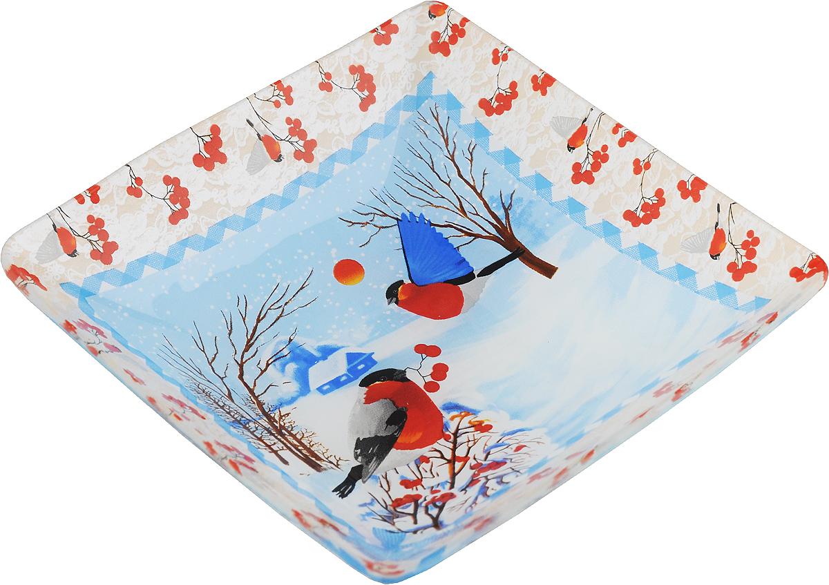 Салатник Family & Friends Снегири, 15 х 15 см216164.._снегириСалатник Family & Friends Снегири изготовлен из качественного стекла и оформлен новогодним рисунком. Такой салатник идеально подойдет для сервировки соусов, ягод, варенья, меда, различных закусок. Изделие красиво дополнит сервировку стола и станет полезным приобретением для любой хозяйки. Не рекомендуется использовать в микроволновой печи и мыть в посудомоечной машине. Размер салатника по верхнему краю: 15 х 15 см.