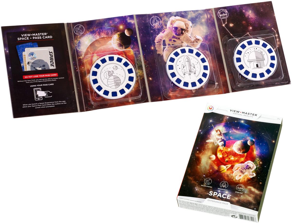 View-Master Интерактивная игрушка КосмосDNC17_DLL70С помощью интерактивной игрушки View Master Космос вы сможете виртуально приземлиться на поверхность каждой планеты Солнечной системы, исследовать в формате 3D модели космических кораблей, изучить звездные карты и созвездия. Просто загрузите приложение View-Master, посвященное космосу, вставьте смартфон в очки виртуальной реальности View-Master (продаются отдельно) и положите перед собой фишку из набора. Открывайте неизведанное, погружайтесь в окружающее вас пространство. В наборе: карта доступа, 3 фишки.