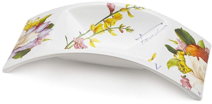Ваза для фруктов Ceramiche Viva Фреско, 40x18x8,5 см. CV2-T06-02048-ALCV2-T06-02048-ALВаза для фруктов 40x18x8,5см Фреско Керамическая посуда итальянской фабрики Ceramiche Viva известна не только своим превосходным качеством, но и удивительными, неповторимыми дизайнами, отличающими ее от любой другой керамической посуды. Невозможно относиться к изделиям Ceramiche Viva как к обычной посуде. Приобретя любую вещь из ассортимента Ceramiche Viva, вы украсите свой дом, доставите радость родным и близким, и ваш обычный ужин превратится в праздничный. Помимо внешней привлекательности посуда Ceramiche Viva обладает и прекрасными практическими свойствами: посуду Ceramiche Viva можно мыть в посудомоечной машине и использовать в микроволновой печи. Не разрешается применять при мытье посуды абразивные порошки. Поверхность изделий покрыта высококачественной глазурью, не содержащей свинца.