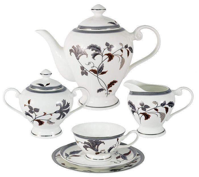 Чайный сервиз Emerald Серебряный лист, 21 предмет, 6 персон. E5-12-76P/21-ALE5-12-76P/21-ALЧайный сервиз Серебряный лист 21 предмет на 6 персон (6 чашек 0.2л , 6 блюдец, 6 тарелок 19см , чайник 1.2л , сахарница 0.35л , молочник 0.35л ) Чайная и обеденная столовая посуда торговой марки Emerald произведена из высококачественного костяного фарфора. Благодаря высокому качеству исполнения, разнообразным декорам и оптимальному соотношению цена – качество, посуда Emerald завоевала огромную популярность у покупателей и пользуется неизменно высоким спросом. Изделия Emerald представлены как в виде обеденных и чайных сервизов на 6 и 12 персон. Поверхность изделий покрыта превосходной сверкающей глазурью, не содержащей свинца.
