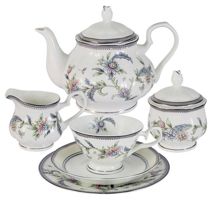 Чайный сервиз Emerald Сад цветов, 21 предмет, 6 персон. E5-14-215/21-ALE5-14-215/21-ALЧайный сервиз Сад цветов 21 предмет на 6 персон (6 чашек 0,2л, 6 блюдец, 6 тарелок 18см, чайник 0.9л, сахарница 0,2л, молочник 0,2л) Чайная и обеденная столовая посуда торговой марки Emerald произведена из высококачественного костяного фарфора. Благодаря высокому качеству исполнения, разнообразным декорам и оптимальному соотношению цена – качество, посуда Emerald завоевала огромную популярность у покупателей и пользуется неизменно высоким спросом. Изделия Emerald представлены как в виде обеденных и чайных сервизов на 6 и 12 персон. Поверхность изделий покрыта превосходной сверкающей глазурью, не содержащей свинца.