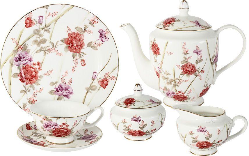 Чайный сервиз Emily Белла, 21 предмет, 6 персон. E8-072/21-ALE8-072/21-ALЧайный сервиз Белла 21 предмет на 6 персон (6 чашек 0,2л; 6 блюдец; 6 тарелок 20.5см, чайник1,0л, сахарница 0,25л, молочник 0,25л) Чайная и обеденная столовая посуда торговой марки Emily произведена из высококачественного костяного фарфора. Благодаря высокому качеству исполнения, разнообразным декорам и оптимальному соотношению цена – качество, посуда Emily завоевала огромную популярность у покупателей и пользуется неизменно высоким спросом. Изделия Emily представлены как в виде обеденных и чайных сервизов на 6 и 12 персон, так и отдельными предметами и небольшими наборами в подарочных упаковках: чашками с блюдцами, кружками, чайниками, салатниками, десертными тарелками, а также чашками в наборе с блюдцами и десертными тарелками. Поверхность изделий покрыта превосходной сверкающей глазурью, не содержащей свинца. Посуду марки Emily, на которой нет золотой или серебряной росписи, можно мыть в посудомоечной машине и использовать в микроволновой печи.
