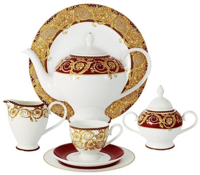 Чайный сервиз Emily Венеция, 40 предметов, 12 персон. E8-HA005/40-ALE8-HA005/40-ALЧайный сервиз Венеция 40 предметов на 12 персон (12 чашек 0,2л; 12 блюдец; 12 тарелок 21см, чайник1,4л, сахарница 0,35л, молочник 0,35л, блюдо д/торта 28см) Чайная и обеденная столовая посуда торговой марки Emily произведена из высококачественного костяного фарфора. Благодаря высокому качеству исполнения, разнообразным декорам и оптимальному соотношению цена – качество, посуда Emily завоевала огромную популярность у покупателей и пользуется неизменно высоким спросом. Изделия Emily представлены как в виде обеденных и чайных сервизов на 6 и 12 персон, так и отдельными предметами и небольшими наборами в подарочных упаковках: чашками с блюдцами, кружками, чайниками, салатниками, десертными тарелками, а также чашками в наборе с блюдцами и десертными тарелками. Поверхность изделий покрыта превосходной сверкающей глазурью, не содержащей свинца. Посуду марки Emily, на которой нет золотой или серебряной росписи, можно мыть в посудомоечной машине и использовать...