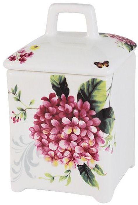 Банка для сыпучих продуктов Imari Цветы и птицы, 15см. IM55060/2-A2210ALIM55060/2-A2210ALБанка для сыпучих продуктов 15см Цветы и птицы IMARI производит широкий ассортимент посуды из высококачественной керамики, основным ингредиентом которой является твердый доломит, поэтому все керамические изделия IMARI - легкие, белоснежные, прочные и устойчивы к высоким температурам. Высокое качество изделий достигается не только благодаря использованию особого сырья и новейших технологий и оборудования при изготовлении посуды, но также благодаря строгому контролю на всех этапах производственного процесса на фабрике в Китае. Нанесение сверкающей глазури, не содержащей свинца, придает изделиям IMARI превосходный блеск и особую прочность. Высокое качество исходного сырья и глазури позволяют мыть изделия IMARI в посудомоечных машинах.