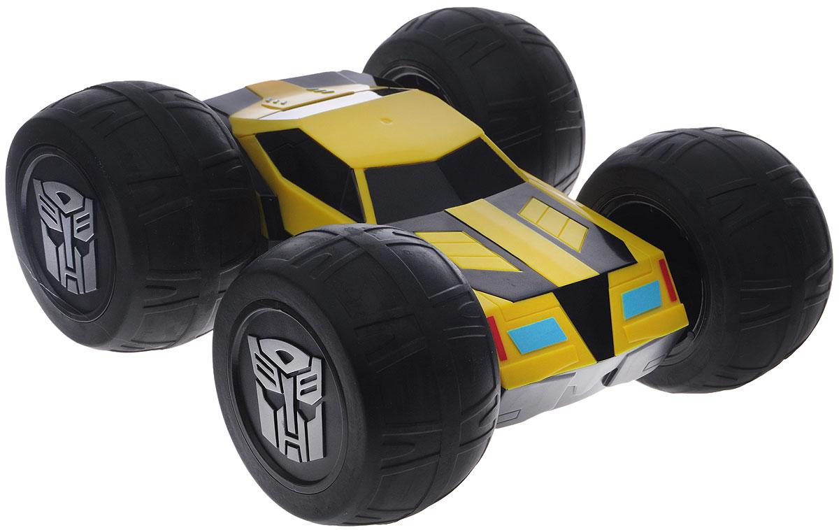 Dickie Toys Машина-перевертыш на радиоуправлении Bumblebee3115000Машинка-перевертыш на радиоуправлении Bumblebee привлечет внимание вашего малыша и не позволит ему скучать! Выполненная из безопасного пластика, игрушка представляет собой машинку оригинальной формы. Машинка-перевертыш с одной стороны выглядит как трансформер Bumblebee, а с другой стороны как обычная спортивная машина. Чтобы машинка перевернулась, достаточно просто наехать на стену. Модель с двухканальным радиоуправлением изготовлена из прочного пластика с элементами из металла. Машина обладает высокой стабильностью движения, что позволяет полностью контролировать его процесс, управляя уверенно и без суеты. Игрушка оснащена световыми и звуковыми эффектами. При помощи пульта управления автомобиль может перемещаться вперед-влево-вправо, назад-влево-вправо, останавливаться и поворачиваться вокруг своей оси. Пульт выполнен в виде логотипа автоботов. Для управления необходимо его раздвинуть. Пульт имеет звуковые и световые эффекты. Ваш ребенок часами будет играть...
