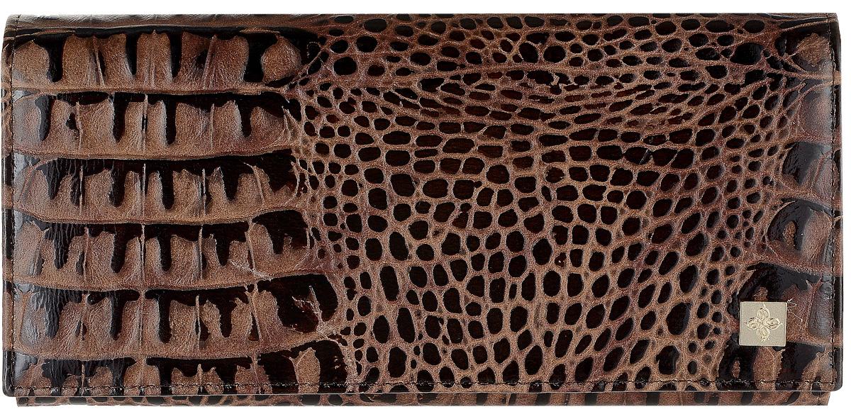 Портмоне женское Dimanche Loricata, цвет: темно-коричневый. 452/8452/8_коричневыйСтильное женское портмоне Dimanche Loricata выполнено из натуральной кожи с тиснением под рептилию. Изделие оформлено металлической пластинкой с логотипом бренда. Внутри расположены три вместительных отделения для купюр, одно отделение для мелочи на молнии и два кармана для мелких бумаг. Также внутри находятся два вертикальных и шесть горизонтальных открытых накладных карманов для визитных и дисконтных карт, один из которых с сетчатым окошком. Изделие застегивается клапаном на кнопку. Портмоне упаковано в фирменную коробку.