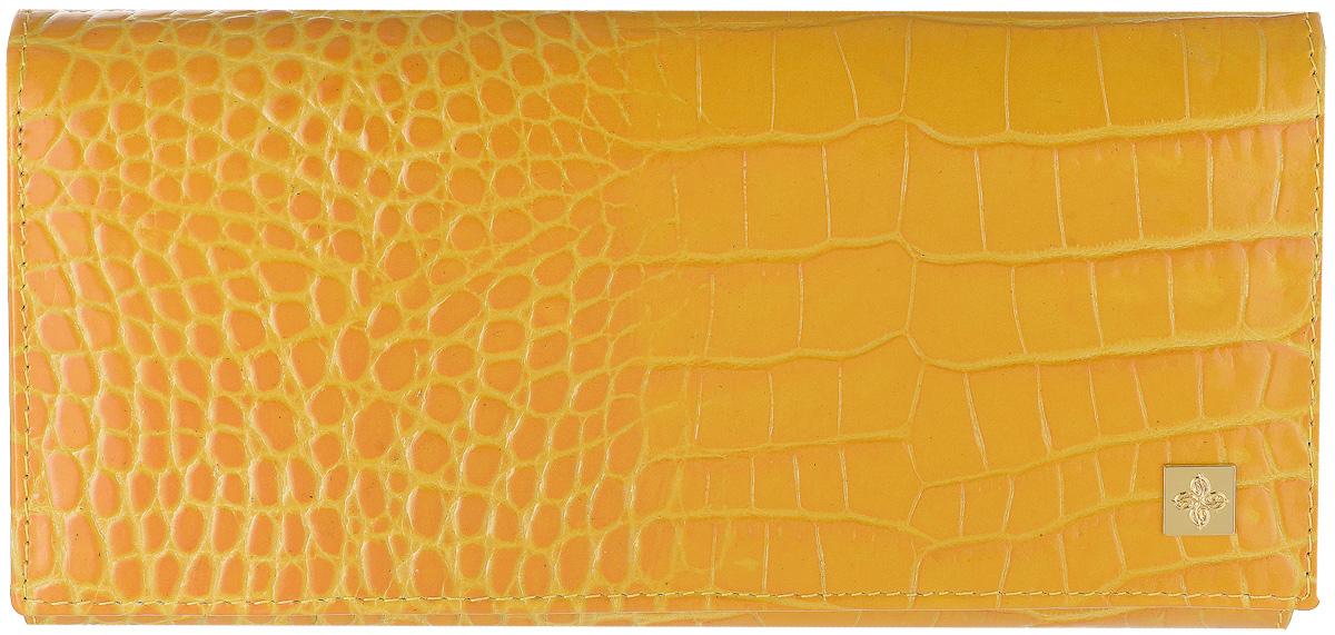 Портмоне женское Dimanche Янтарь, цвет: янтарный. 142142Женское портмоне Dimanche Янтарь выполнено из натуральной кожи янтарного цвета с тиснением под рептилию, оформлено металлическим декоративным элементом золотистого цвета и закрывается на кнопку. Внутри находятся три отделения для купюр, отделение для мелочи на застежке-молнии, семь кармашков для кредитных карт и визиток, кармашек с пластиковым прозрачным окошком и два длинных дополнительных кармана. На тыльной стороне расположен большой дополнительный карман без застежки. Портмоне Dimanche Янтарь станет отличным подарком для человека, ценящего качественные и стильные вещи. Портмоне упаковано в фирменную подарочную коробку.