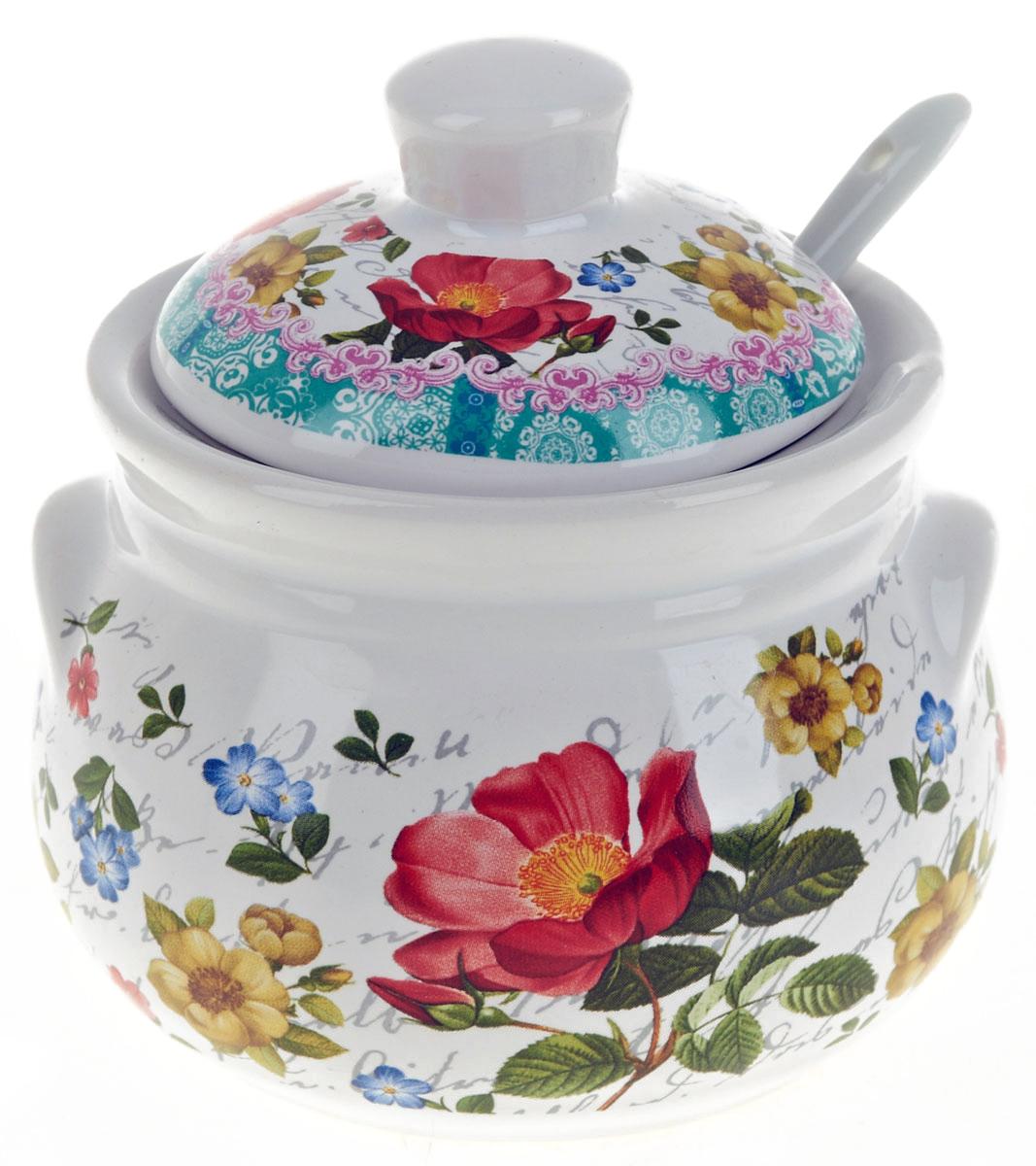 Сахарница NS Group Цветочная поэма, с ложкой, 400 мл0660106Сахарница Цветочная поэма с крышкой и ложкой изготовлена из керамики и украшена ярким рисунком. Емкость универсальна, подойдет как для сахара, так и для специй или меда. Можно мыть в посудомоечной машине.