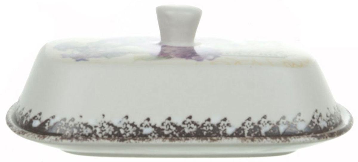 Масленка ENS Group Гортензия. 17500901750090Масленка Гортензия, изготовленная из керамики, предназначена для красивой сервировки и хранения масла. Она состоит из крышки с удобной ручкой и подноса. Масло в ней долго остается свежим, а при хранении в холодильнике не впитывает посторонние запахи. Гладкая поверхность обеспечивает легкую чистку.