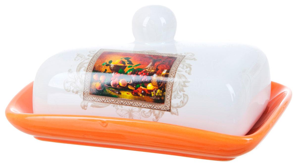 Масленка ENS Group Севилья. L2520549L2520549Масленка Севилья, изготовленная из керамики, предназначена для красивой сервировки и хранения масла. Она состоит из крышки с удобной ручкой и подноса. Масло в ней долго остается свежим, а при хранении в холодильнике не впитывает посторонние запахи. Гладкая поверхность обеспечивает легкую чистку. Можно мыть в посудомоечной машине.