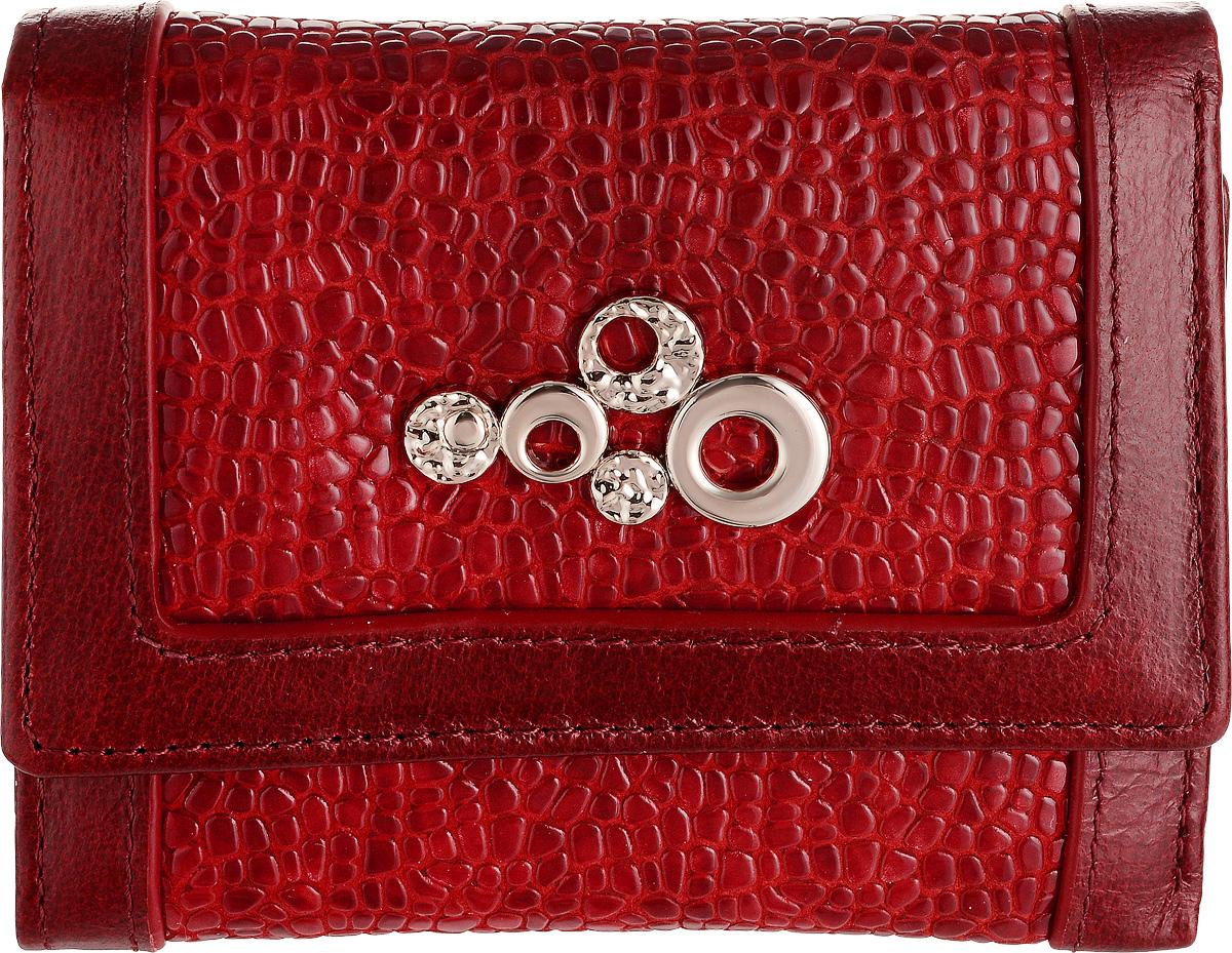 Кошелек женский Labbra, цвет: красный. L043-89002L043-89002Женский кошелек Labbra выполнен из натуральной высококачественной кожи. Изделие закрывается клапаном на застежку-кнопку. Внутри располагаются три отделения для купюр, одно их которых на молнии, три отделения для кредитных карт или визиток, одно из которых с прозрачным окошком, два скрытых кармашка и отделение для мелочи на застежке-кнопке.