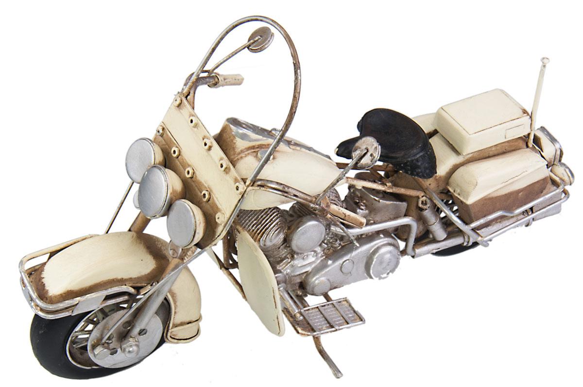 Модель Platinum Мотоцикл. 1510A-78321510A-7832Модель Platinum Мотоцикл, выполненная из металла, станет оригинальным украшением интерьера. Вы можете поставить ретро-модель в любом месте, где она будет удачно смотреться. Качество исполнения, точные детали и оригинальный дизайн выделяют эту модель среди ряда подобных. Модель займет достойное место в вашей коллекции, а также приятно удивит получателя в качестве стильного сувенира.