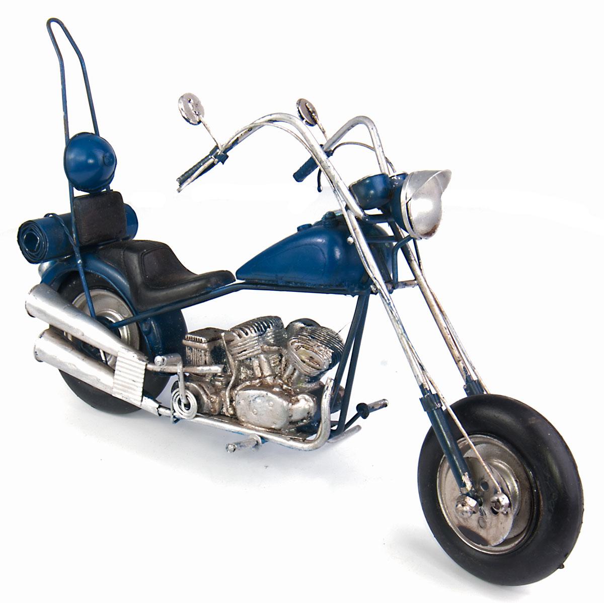 Модель Platinum Мотоцикл. 1510A-78381510A-7838Модель Platinum Мотоцикл, выполненная из металла, станет оригинальным украшением интерьера. Вы можете поставить ретро-модель в любом месте, где она будет удачно смотреться. Качество исполнения, точные детали и оригинальный дизайн выделяют эту модель среди ряда подобных. Модель займет достойное место в вашей коллекции, а также приятно удивит получателя в качестве стильного сувенира.