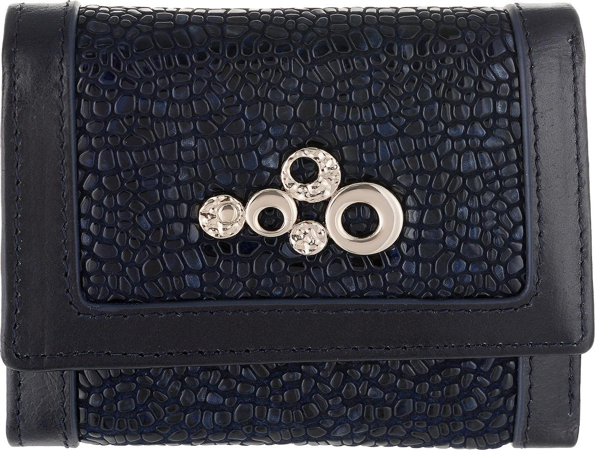 Кошелек женский Labbra, цвет: темно-синий. L043-89002L043-89002Женский кошелек Labbra выполнен из натуральной высококачественной кожи. Изделие закрывается клапаном на застежку-кнопку. Внутри располагаются три отделения для купюр, одно их которых на молнии, три отделения для кредитных карт или визиток, одно из которых с прозрачным окошком, два скрытых кармашка и отделение для мелочи на застежке-кнопке.